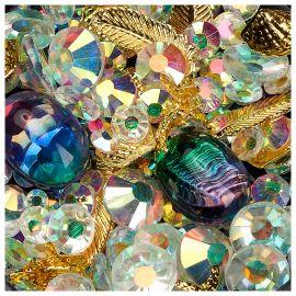 Decor unghii caviar, cristale si forme metalice #09