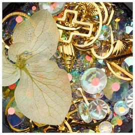 Ornamente mix cristale, perlute si floare pastel
