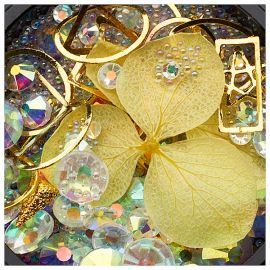 Ornamente mix cristale, perlute si floare galbena