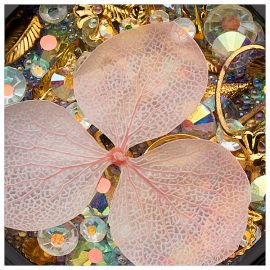 Ornamente mix cristale, perlute si floare roz