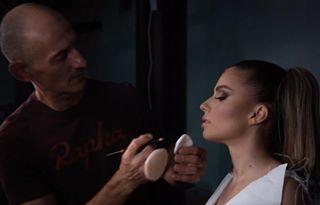 @ovidiuperta doing his magic ❤️???? • #Cupio #makeupmasterclass #CupioMakeup #makeupartist #flawlessmakeup #makeupaddict